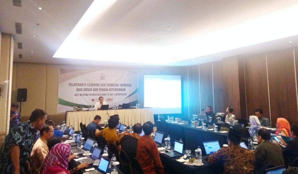 Pelatihan E-Learning dan Teknologi Informasi IAIN Surakarta